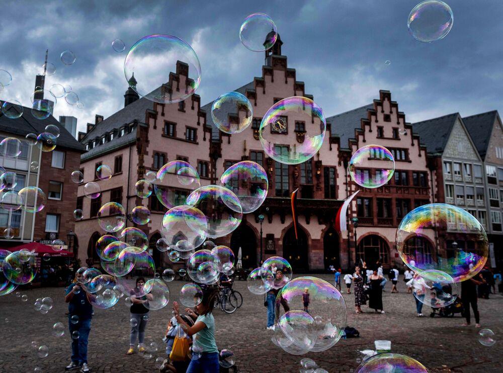 Bubliny na náměstí ve Frankfurtu nad Mohanem, Německo