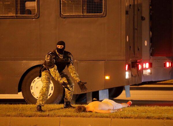 Noc protestů po prezidentských volbách v Bělorusku. Jak to bylo? - Sputnik Česká republika