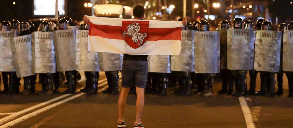 Noc protestů po prezidentských volbách v Bělorusku. Jak to bylo?