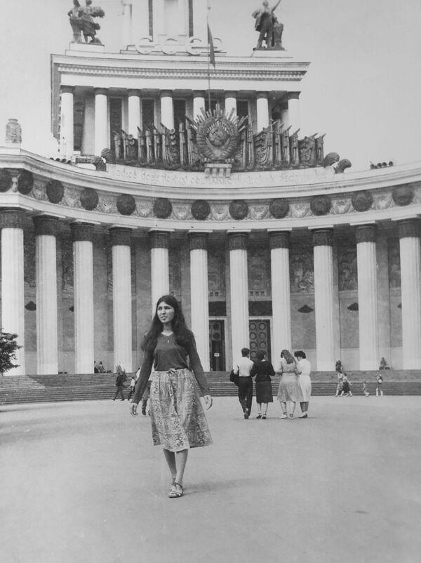 Íránská turistka během procházky na VDNCH, 1984. - Sputnik Česká republika