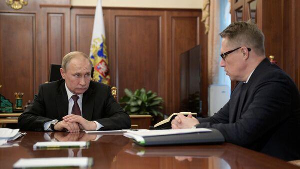 Ruský prezident Vladimir Putin a ruský ministr zdravotnictví Michail Muraško - Sputnik Česká republika