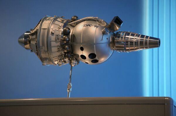 Model satelitu Resurs-F1 v muzeu JSC CSKB-Progress v Samaře - Sputnik Česká republika