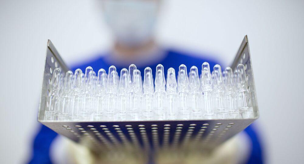 Výroba vakcíny proti covidu-19 ve farmaceutické společnosti Binnofarm