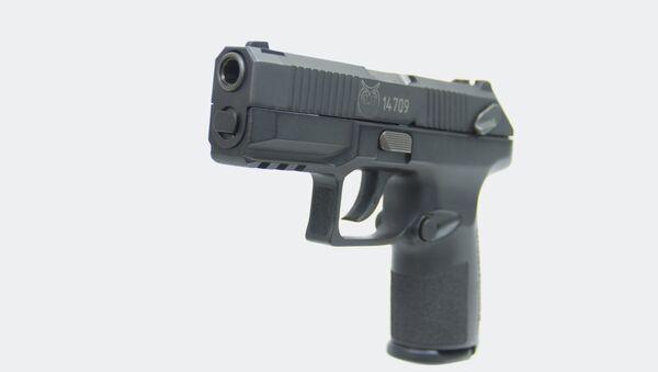 Nová ruská služební pistole Poloz ráže 9x19 - Sputnik Česká republika