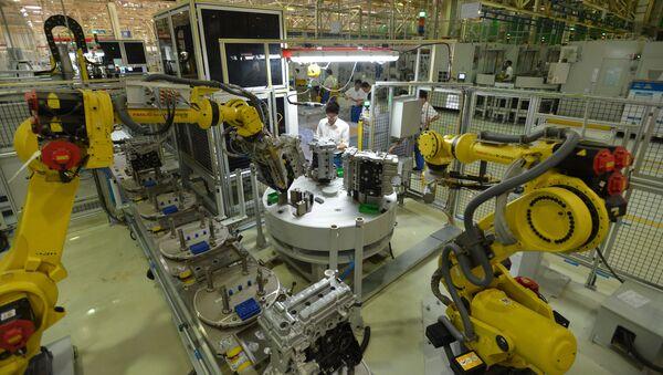 Roboty na závodě v Číně - Sputnik Česká republika