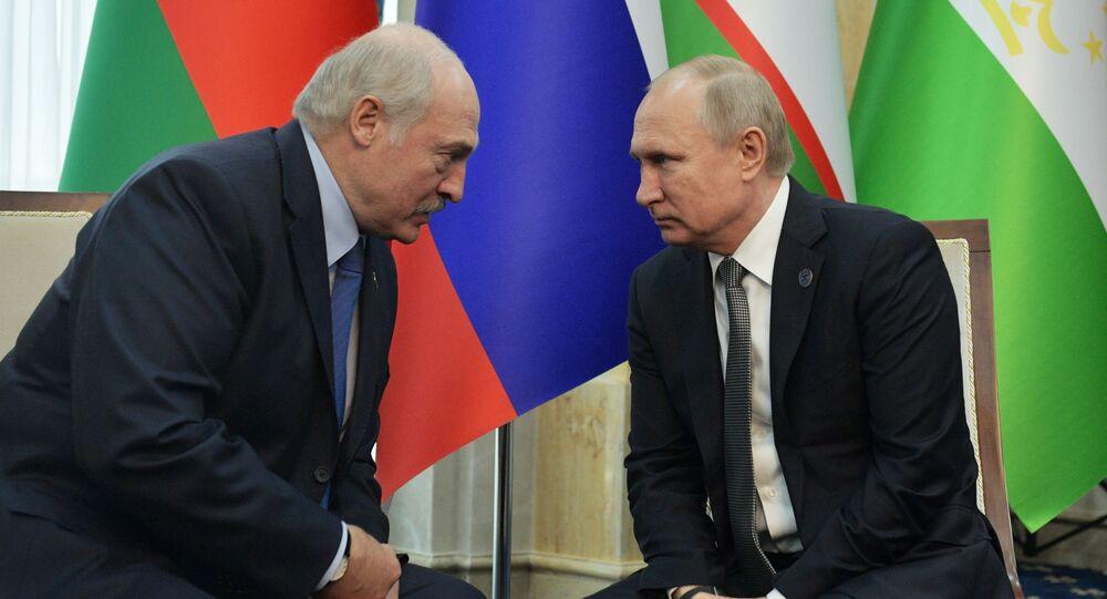Běloruský prezident Alexandr Lukašenko a ruský prezident Vladimir Putin během summitu Šanghajské organizace pro spolupráci v Biškeku