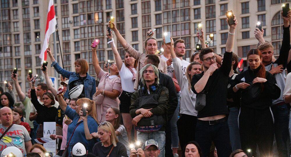 Protestní akce u televizního centra v Minsku