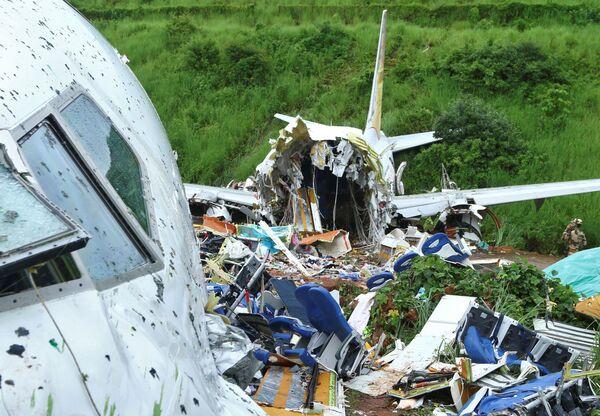 Místo havárie osobního letadla Boeing 737 Air India Express. - Sputnik Česká republika