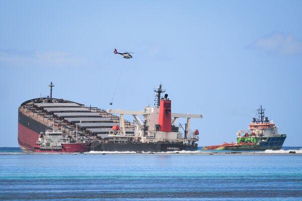 Loď MV Wakashio uvázla na mělčině u pobřeží jihovýchodního Mauricia. - Sputnik Česká republika