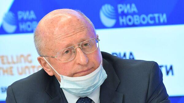 Ředitel Ústavu epidemiologického a mikrobiologického výzkumu Nikolaje Gamaleji Alexander Gincburg - Sputnik Česká republika