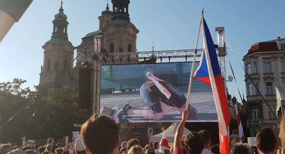 Demonstrace na Staroměstském náměstí v Praze na podporu protestujících v Bělorusku
