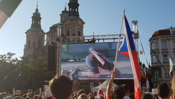 Demonstrace na Staroměstském náměstí v Praze na podporu protestujících v Bělorusku - Sputnik Česká republika