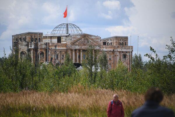 Maketa budovy Reichstagu během oslav Dne vzdušných sil Ruska - Sputnik Česká republika