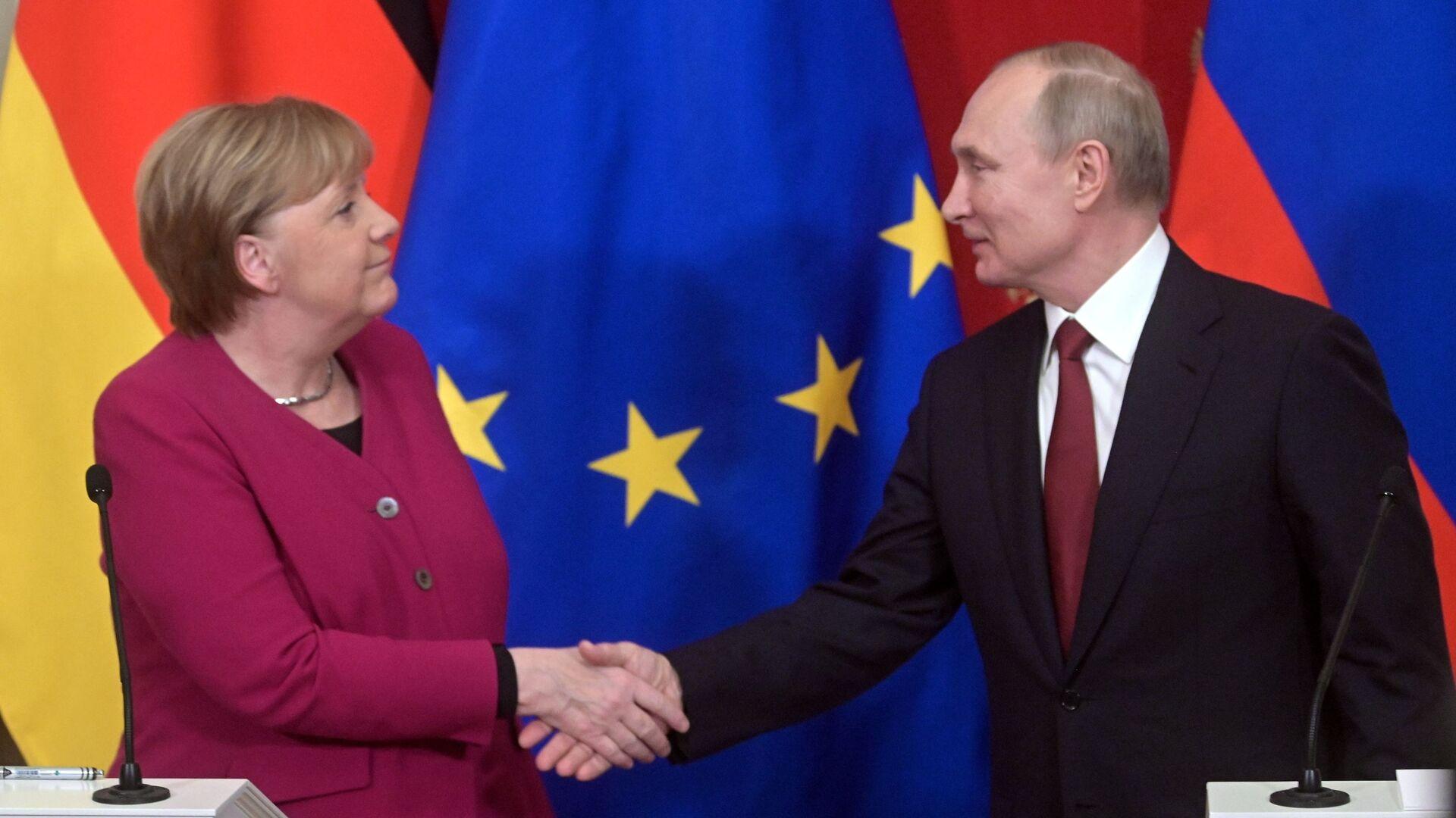 Německá kancléřka Angela Merkelová a ruský prezident Vladimir Putin v Moskvě - Sputnik Česká republika, 1920, 19.03.2021