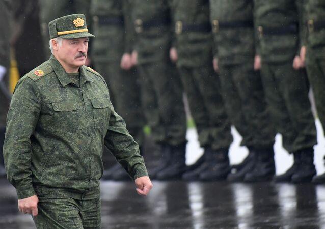 Prezident Běloruska Alexandr Lukašenko na společných cvičeních Běloruska a Ruska s názvem Západ 2017 v Minské oblasti