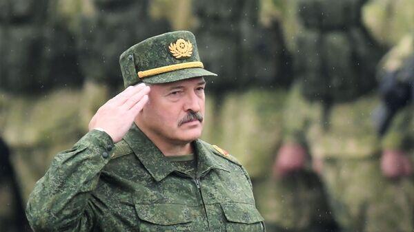Prezident Běloruska Alexandr Lukašenko na společných cvičeních Běloruska a Ruska s názvem Západ 2017 v Minské oblasti - Sputnik Česká republika