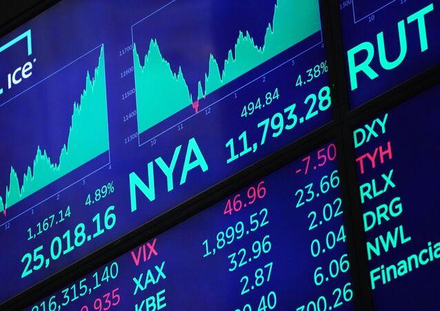 Kotační indexy v hale newyorské burzy