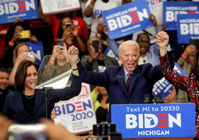 Joe Biden a senátorka Kamala Harrisová