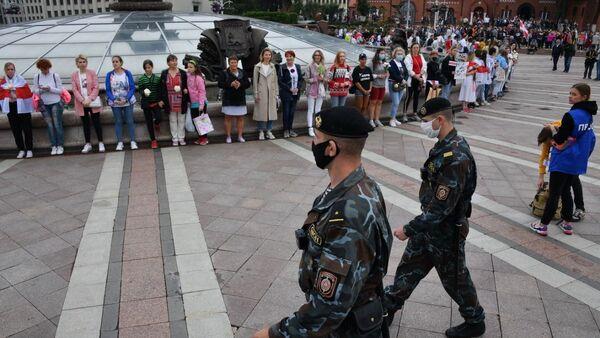 Policejní síly dohlížejí na demonstraci (23. 08. 2020) - Sputnik Česká republika