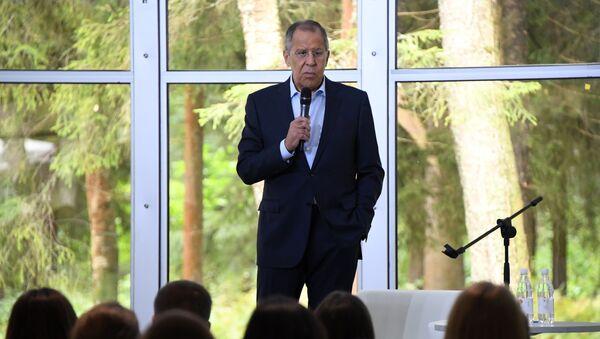Ruský ministr zahraničí Sergej Lavrov na setkání s účastníky Všeruského mládežnického vzdělávacího fóra Území smyslů v Solněčnogorsku - Sputnik Česká republika