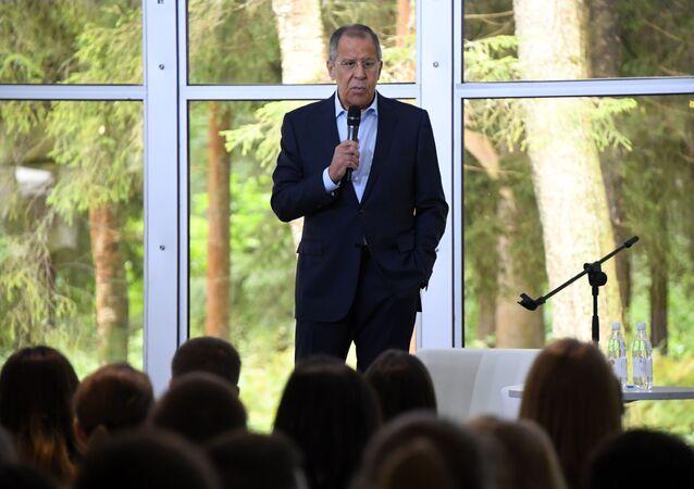 Ruský ministr zahraničí Sergej Lavrov na setkání s účastníky Všeruského mládežnického vzdělávacího fóra Území smyslů v Solněčnogorsku
