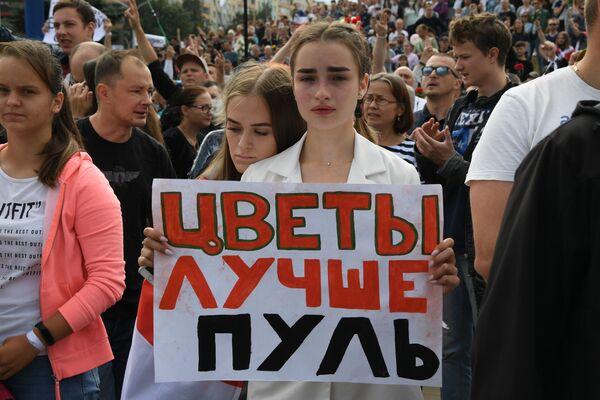 Párty ve Wu-chanu, roušky v Evropě, protesty v Bělorusku: ukážeme vám všechny kontrasty tohoto týdne na fotografiích - Sputnik Česká republika