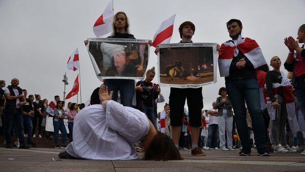 Pochod solidarity. Lidé protestují proti policejnímu násilí - Sputnik Česká republika