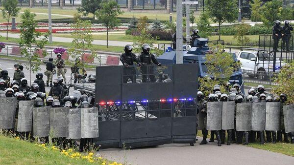 Speciální jednotky před sídlem běloruského prezidenta - Sputnik Česká republika