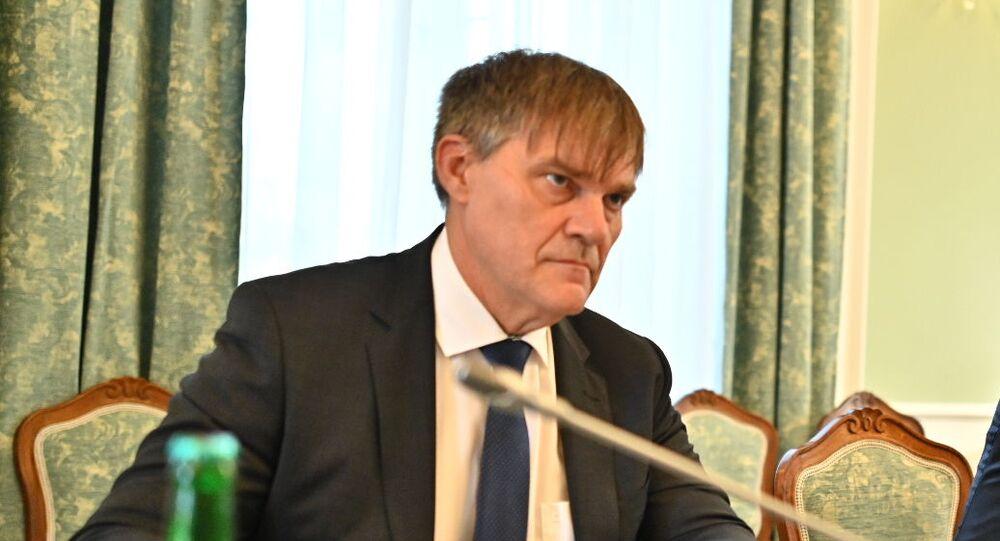 Ředitel zahraničního odboru Kanceláře prezidenta republiky Rudolf Jindrák a premiér České republiky Andrej Babiš