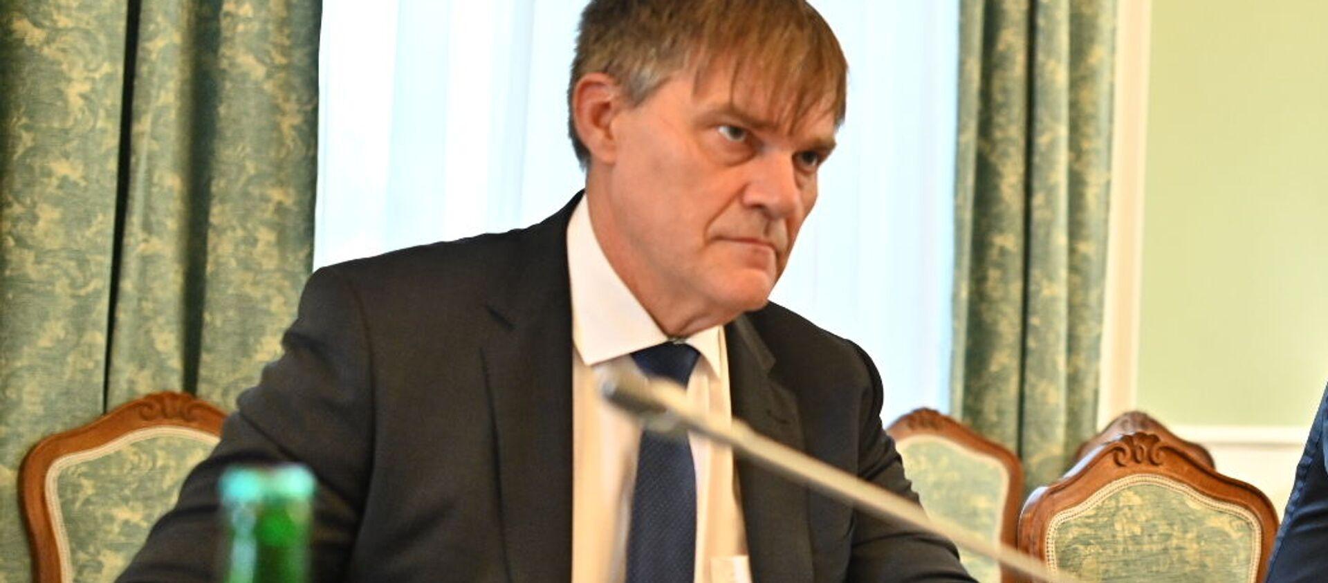 Ředitel zahraničního odboru Kanceláře prezidenta republiky Rudolf Jindrák a premiér České republiky Andrej Babiš - Sputnik Česká republika, 1920, 18.04.2021