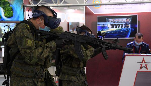 Tanky, dívky a roušky. Jak proběhlo zahájení Mezinárodního fóra Armáda 2020 nedaleko Moskvy - Sputnik Česká republika