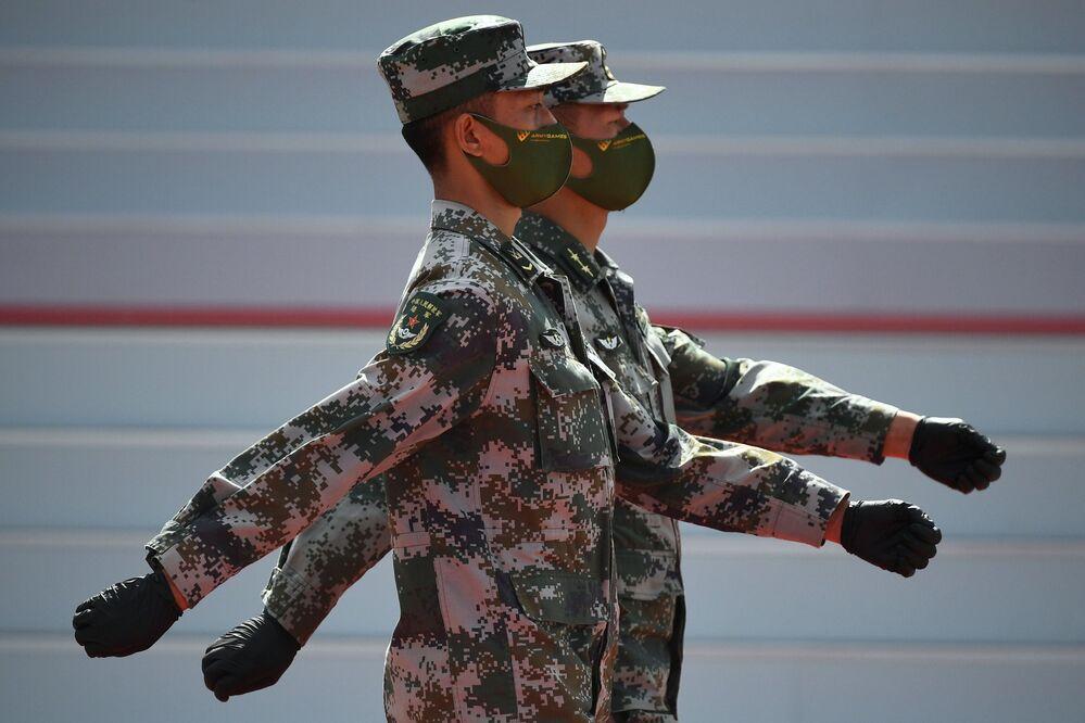 Tanky, dívky a roušky. Jak proběhlo zahájení Mezinárodního fóra Armáda 2020 nedaleko Moskvy