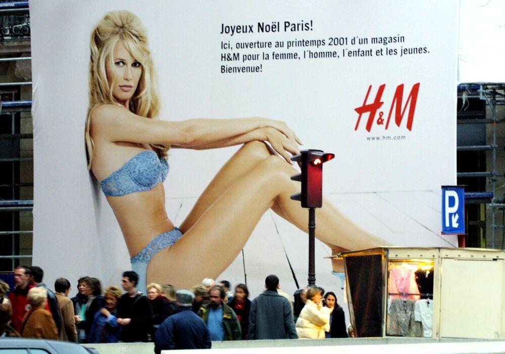 Sex symbol 90. let: Německá supermodelka Claudia Schifferová slaví 50