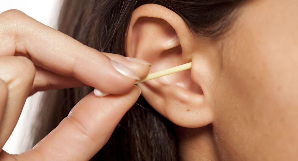 Čištění uší hůlkou