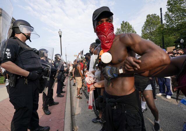 Demonstranti a policie ve Wisconsinu