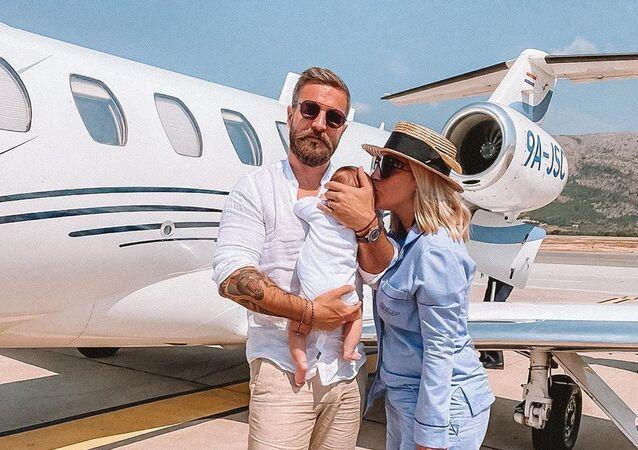Dominika Cibulková se synem a manželem Michalem