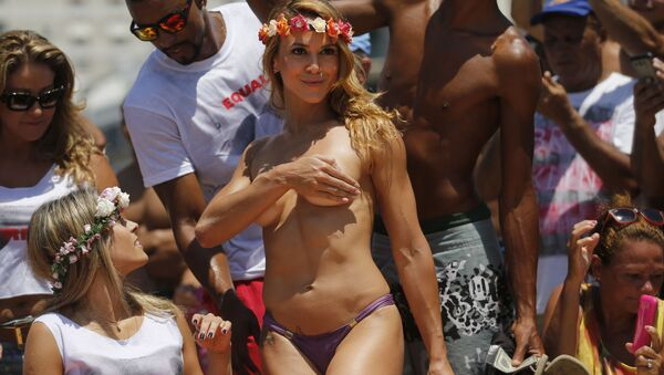Polonahá tanečnice na pláži v Rio de Janeiru - Sputnik Česká republika
