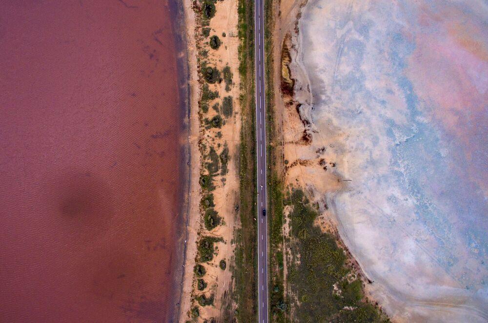 Solná jezera poblíž vesnice Malinové jezero v Altajském kraji v Rusku.