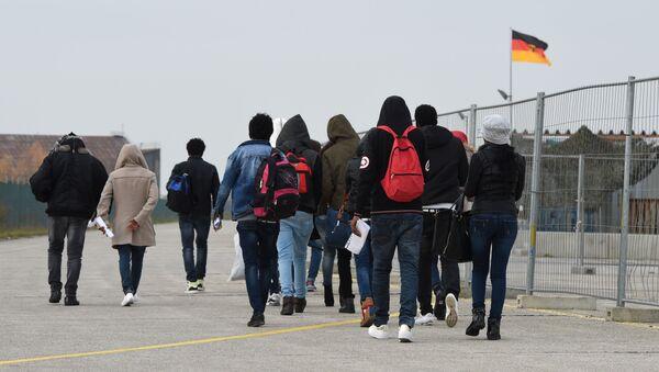 Migranti přijíždějící do Evropy. Ilustrační foto 2016 - Sputnik Česká republika