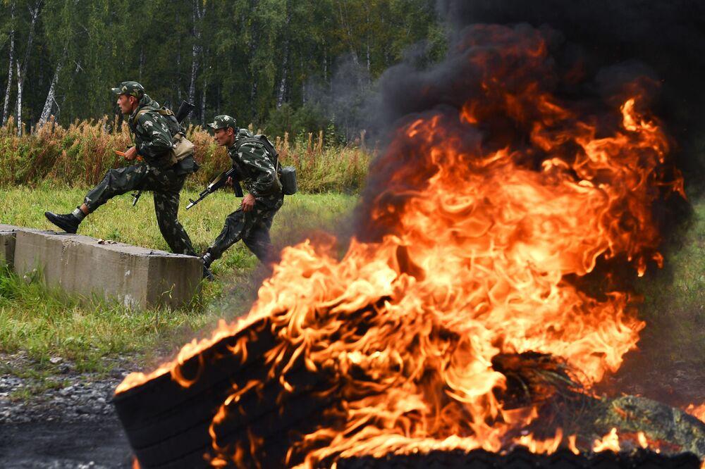 Po dobu dvou týdnů předvádějí vojáci své dovednosti ve 30 soutěžích.
