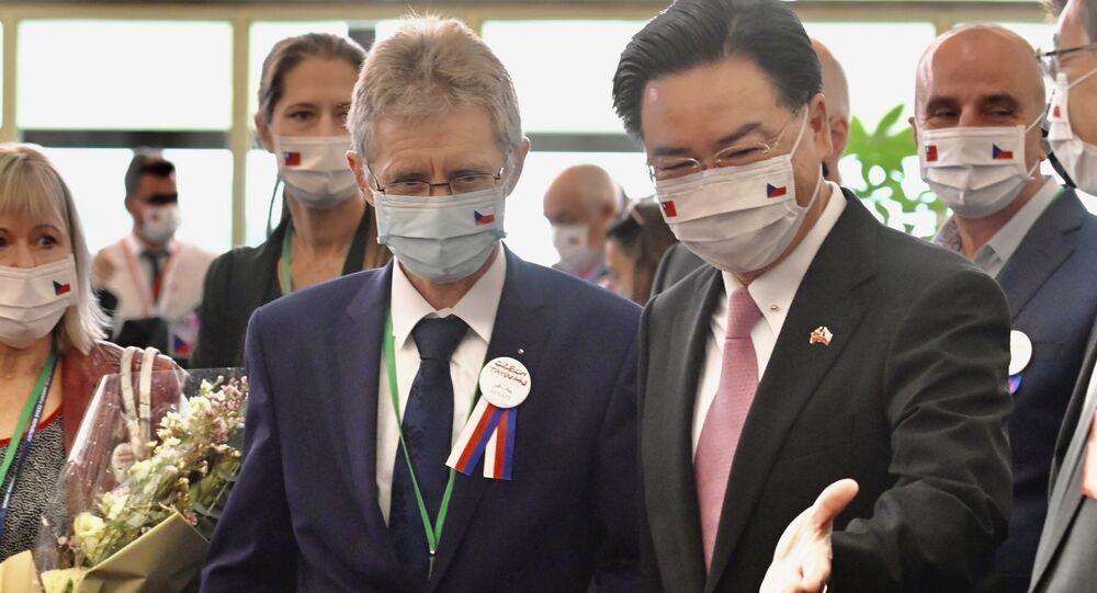 Předseda českého Senátu Miloš Vystrčil a ministr zahraničí Tchaj-wanu JosephWu