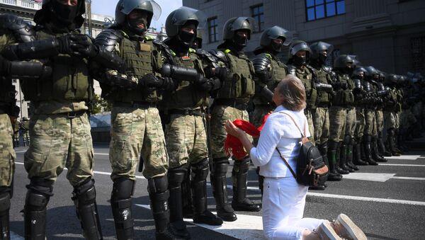 Účastnice nedělní protestní akce v Minsku - Sputnik Česká republika