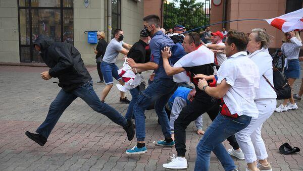 Nedělní protestní akce v Minsku, třída Nezávislosti.  - Sputnik Česká republika