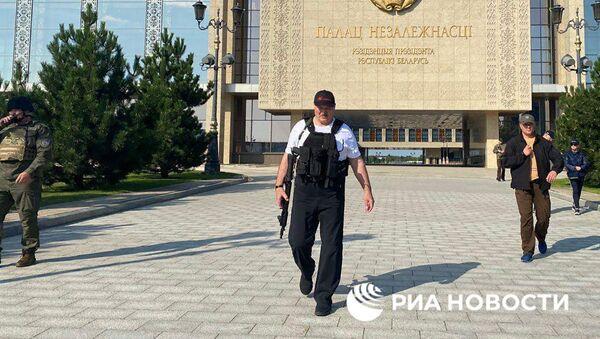 Lukašenka nafotili u rezidence v Minsku se samopalem - Sputnik Česká republika