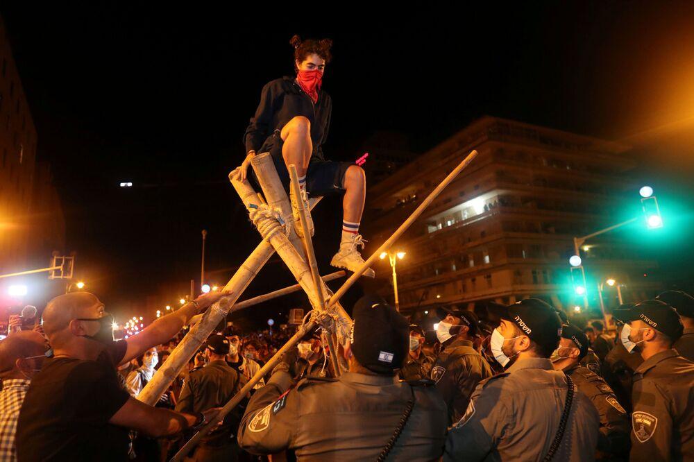 Demonstranti poblíž prezidentské rezidence v Jeruzalémě