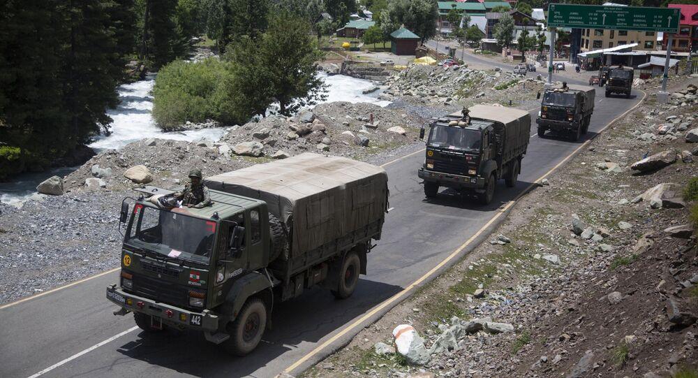 Konvoj indické armády v Ladaku
