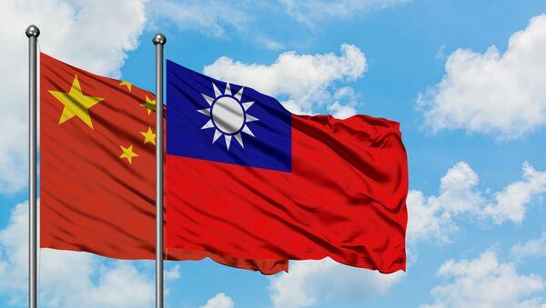 Vlajky Tchaj-wanu a Číny - Sputnik Česká republika