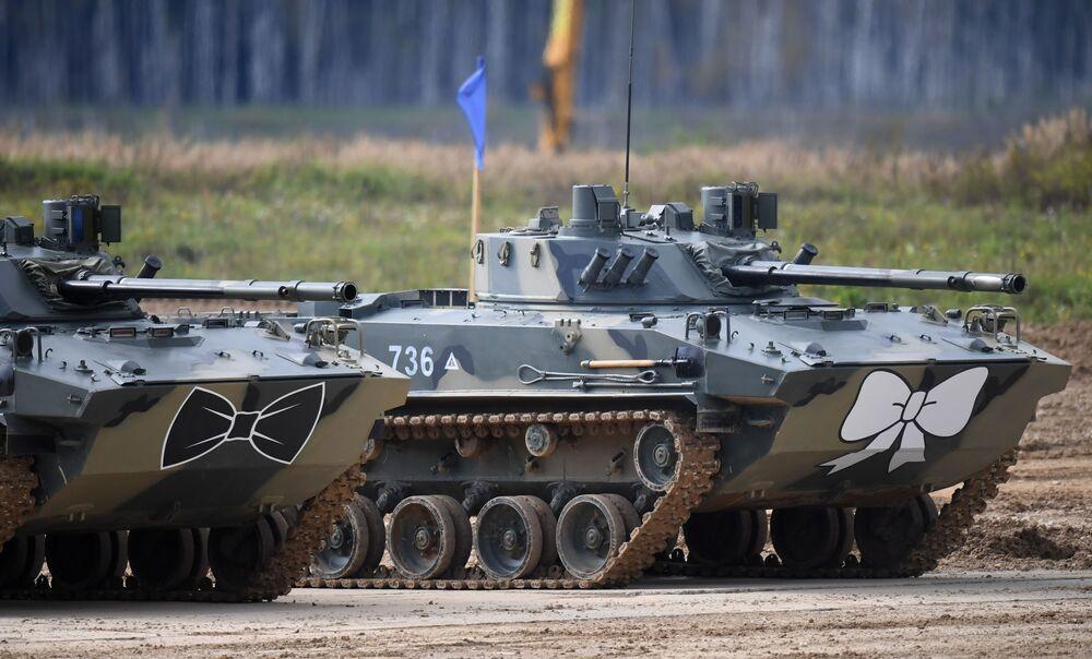 Bojová výsadková vozidla BMD-4M na polygonu Alabino v Moskevské oblasti