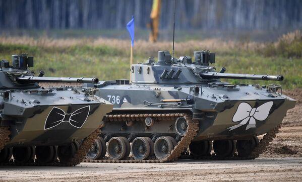 Bojová výsadková vozidla BMD-4M na polygonu Alabino v Moskevské oblasti - Sputnik Česká republika