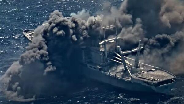Rakety zasáhly loď amerického námořnictva - Sputnik Česká republika